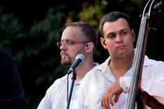 Pouť ve Velkých Karlovicích - Řezbáři a koncert skupiny Hradišťan